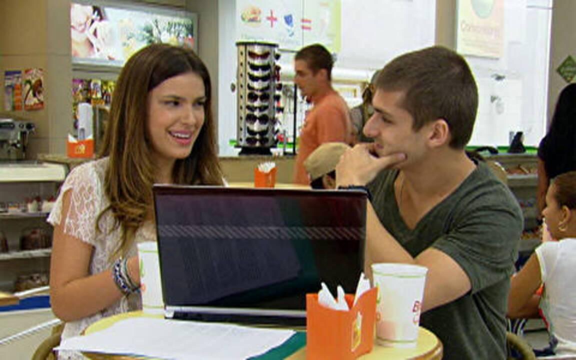 Malhação - Capítulo de Terça-feira, 06/12/2011, na íntegra - Gabriel fica nervoso ao ver Cristal com Tomás