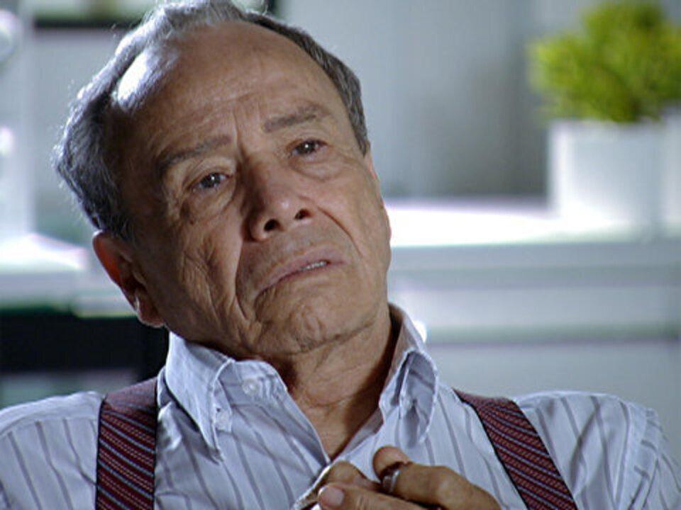 A Vida da Gente - Capítulo de terça-feira, 27/12/2011, na íntegra - O médico avisa a Laudelino que ele tem câncer