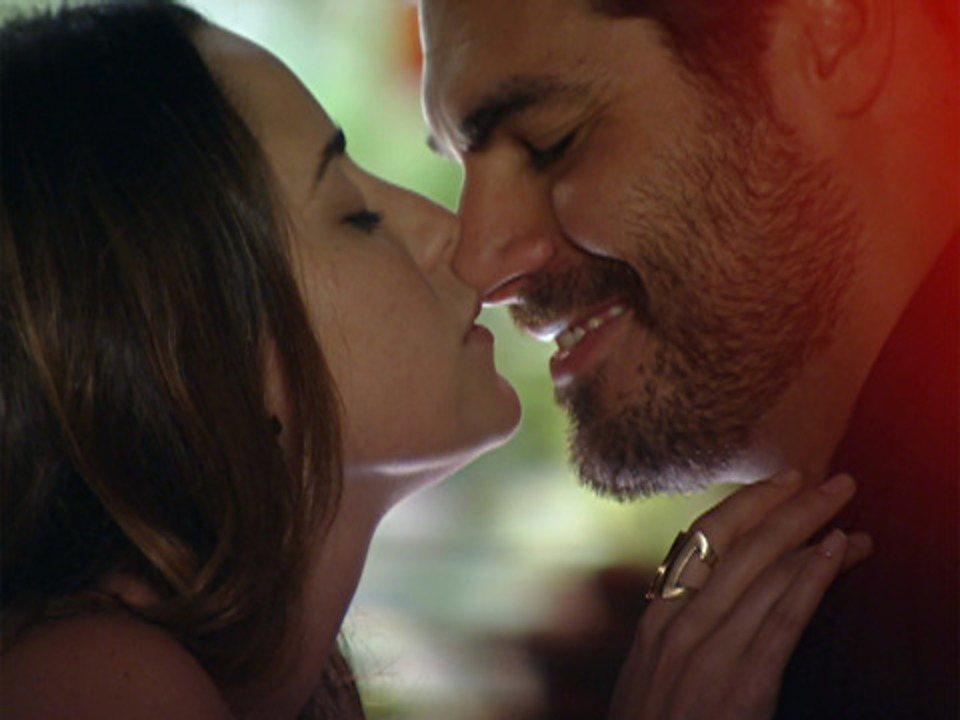 A Vida da Gente - Capítulo de terça-feira, 03/01/2011, na íntegra - Ana e Lúcio se beijam