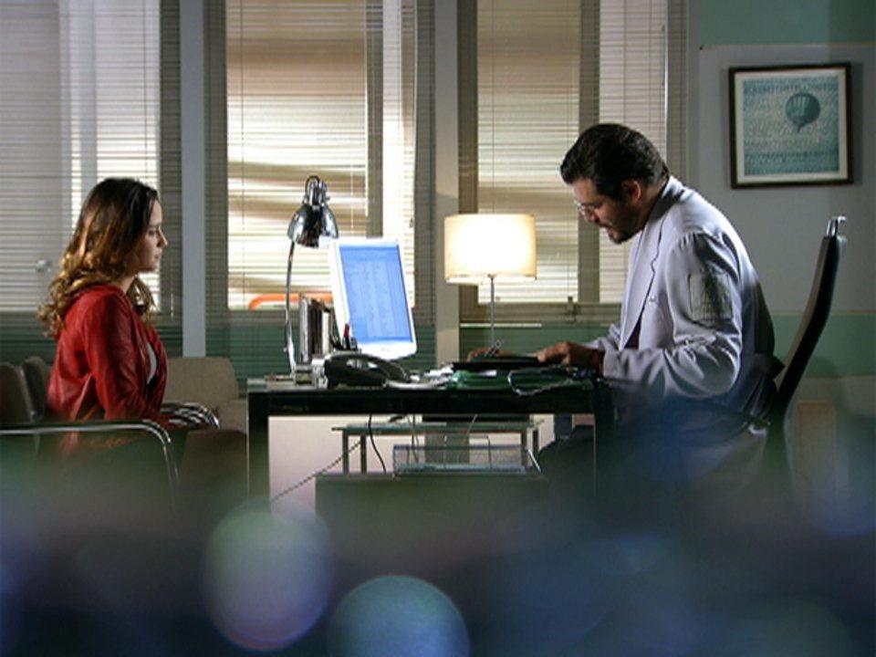 A Vida da Gente - capítulo de quinta-feira, dia 26/01/2012, na íntegra - Ana e Lúcio se reencontram em consulta