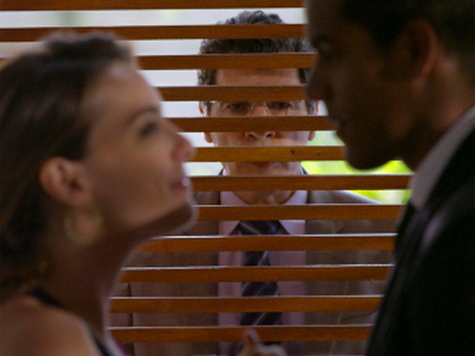 A vida da gente - capítulo de quarta feira, dia 22/02/2012, na íntegra - Jonas flagra Cris e Matias se beijando