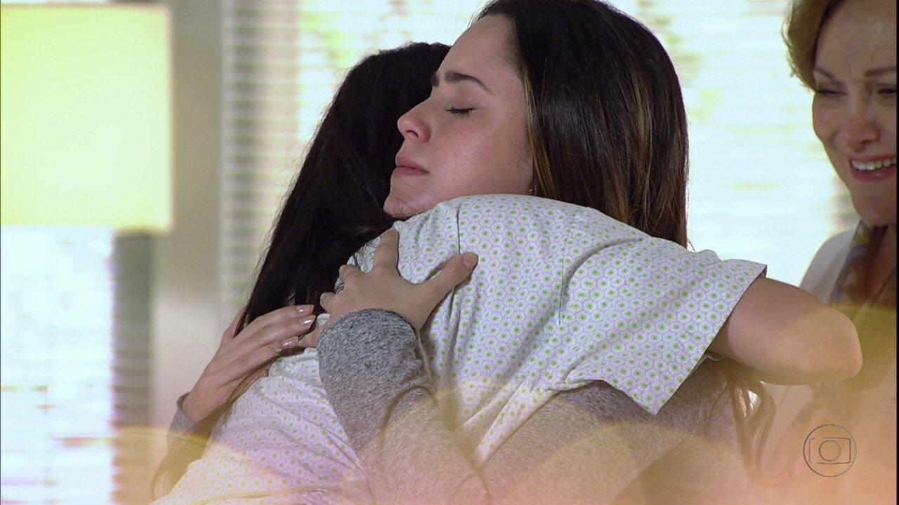 A Vida da Gente - capítulo de quarta-feira, dia 29/02/2012, na íntegra - Ana e Manu se abraçam emocionadas