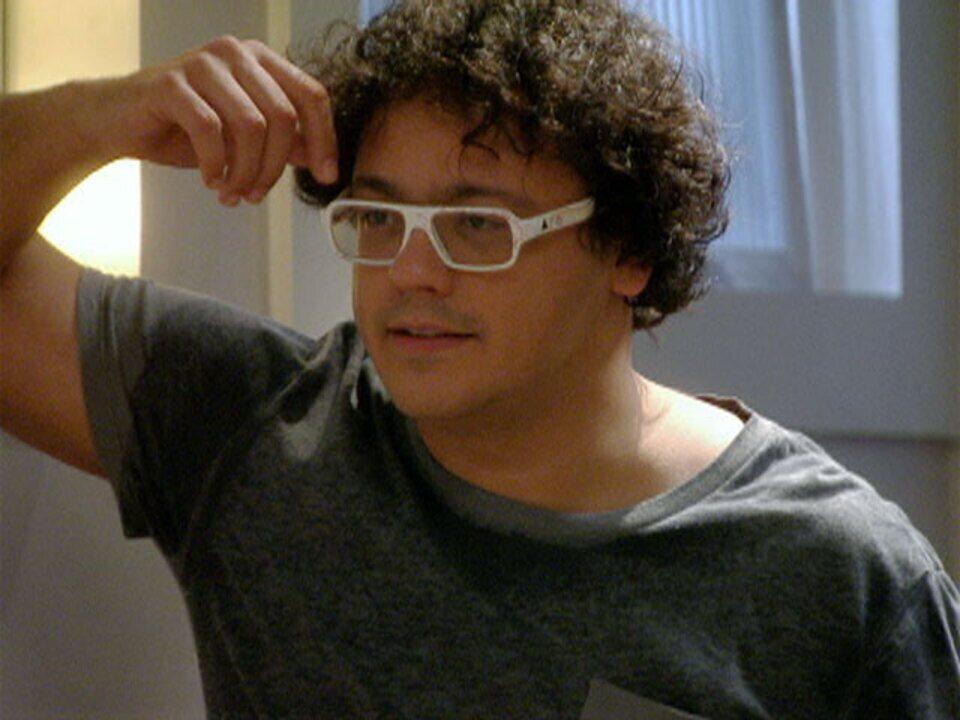 Malhação - Capítulo de quinta-feira, 08/03/2012, na íntegra - Fabiano convida Laura para sair com ele