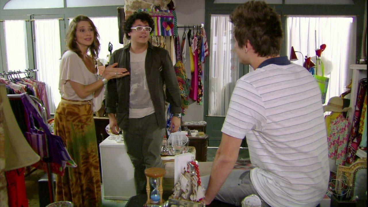 Malhação - Capítulo de quinta-feira, dia 15/03/2012, na íntegra - Laura apresenta Guido a Fabiano como só um 'amigo'