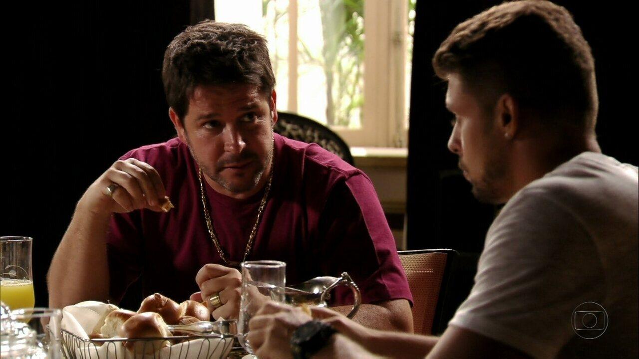 Avenida Brasil - Capítulo de quarta-feira, dia 25/04/2012, na íntegra - Jorginho conversa com Tufão sobre Nina