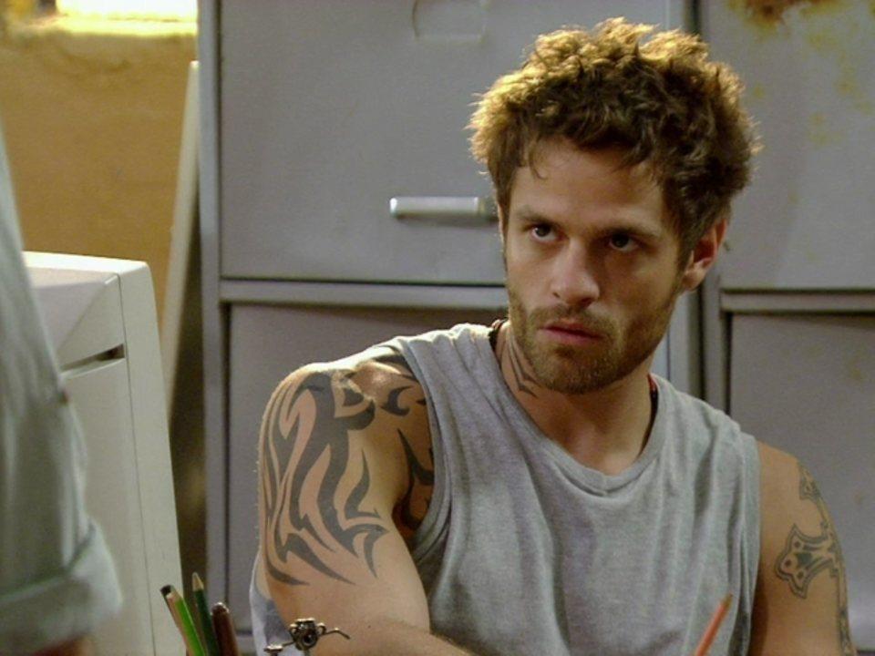 Malhação - Capítulo de sexta-feira, dia 27/04/2012, na íntegra - Gabriel diz que Moisés pode perder posto na favela
