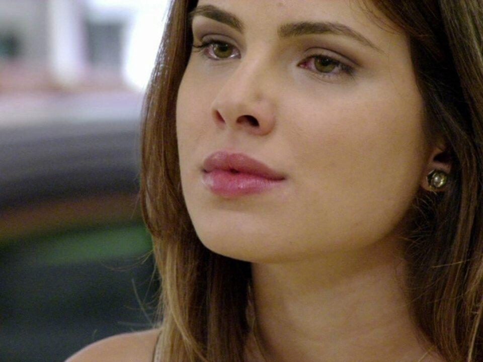 Malhação - Capítulo de quarta-feira, dia 02/05/2012, na íntegra - Cristal insiste com Gabriel que eles irão casar