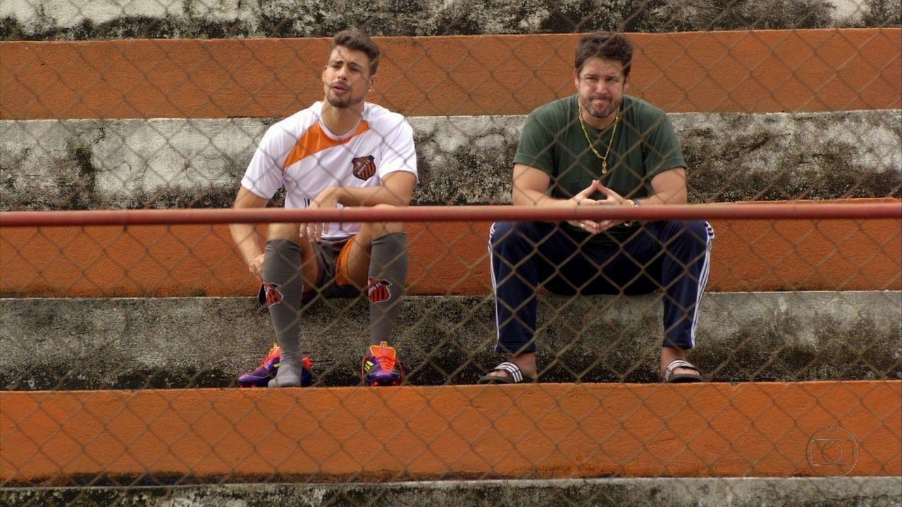 Avenida Brasil - Capítulo de quinta-feira, dia 03/05/2012, na íntegra - Jorginho conta para Tufão que rompeu noivado