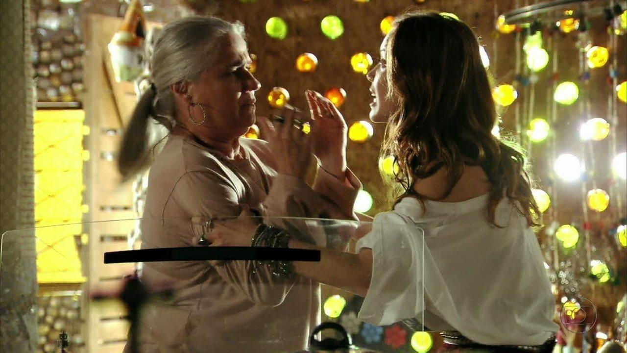 Avenida Brasil - Capítulo de sexta-feira, dia 04/05/2012, na íntegra - Débora ofende Lucinda e ela a expulsa de sua casa