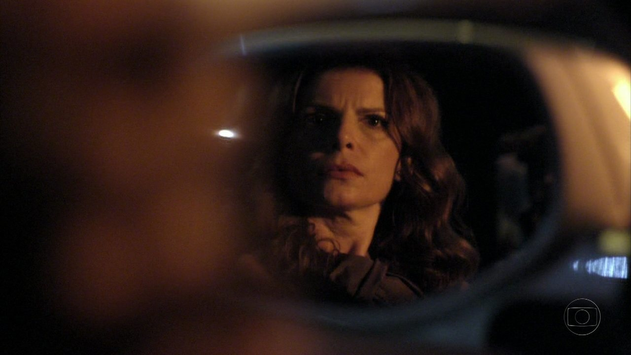 Avenida Brasil - Capítulo de terça-feira, dia 15/05/2012, na íntegra - Verônica vê Alexia entrar no carro de Cadinho