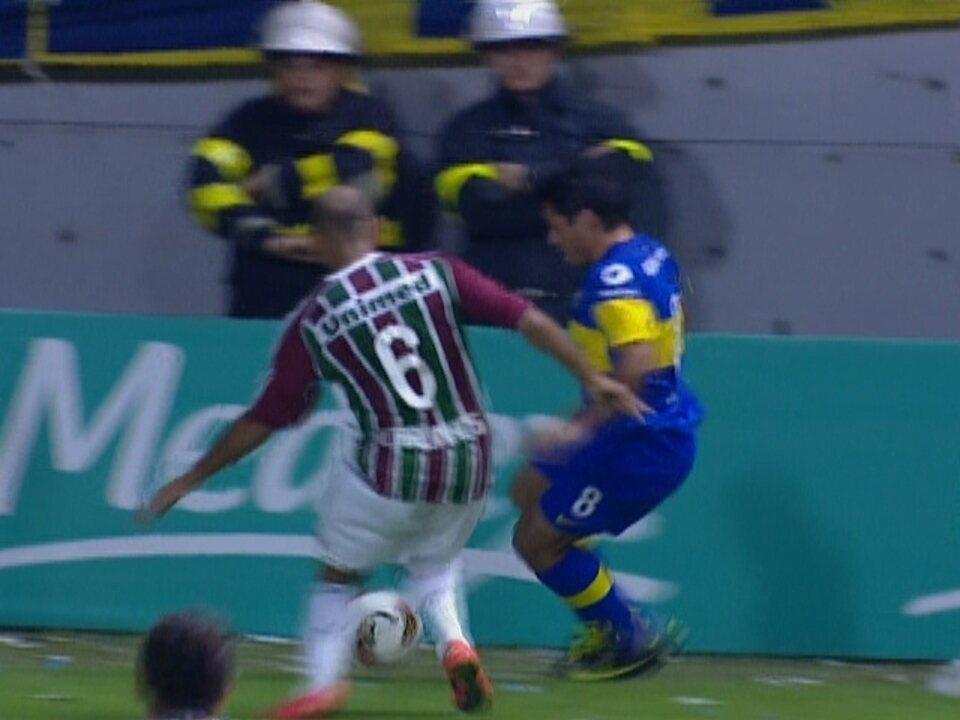 Fluminense perde para o Boca Jrs por 1 a 0 em jogo com arbitragem confusa