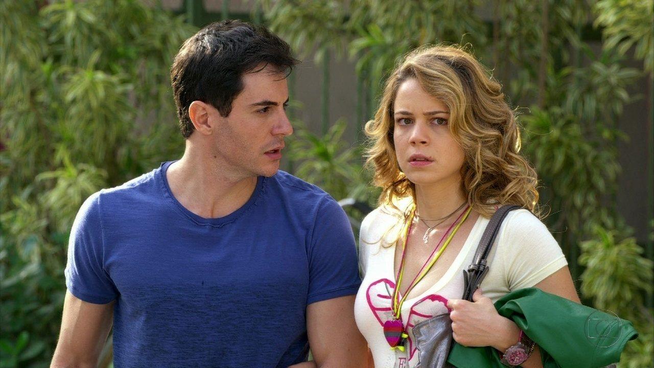 Cheias de Charme - Capítulo de segunda-feira, dia 21/05/2012, na íntegra - Rosário e Penha são abordadas na rua por estranhos e se surpreendem