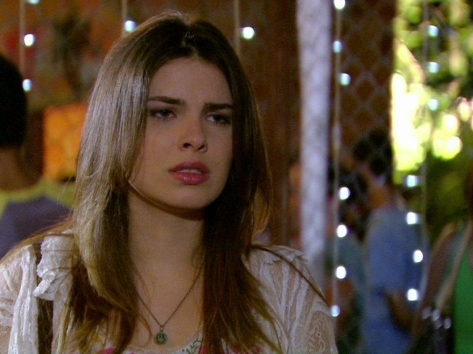Malhação - Capítulo de segunda-feira, dia 04/06/2012, na íntegra - Cristal tenta avisar a Alexia risco que Gabriel corre