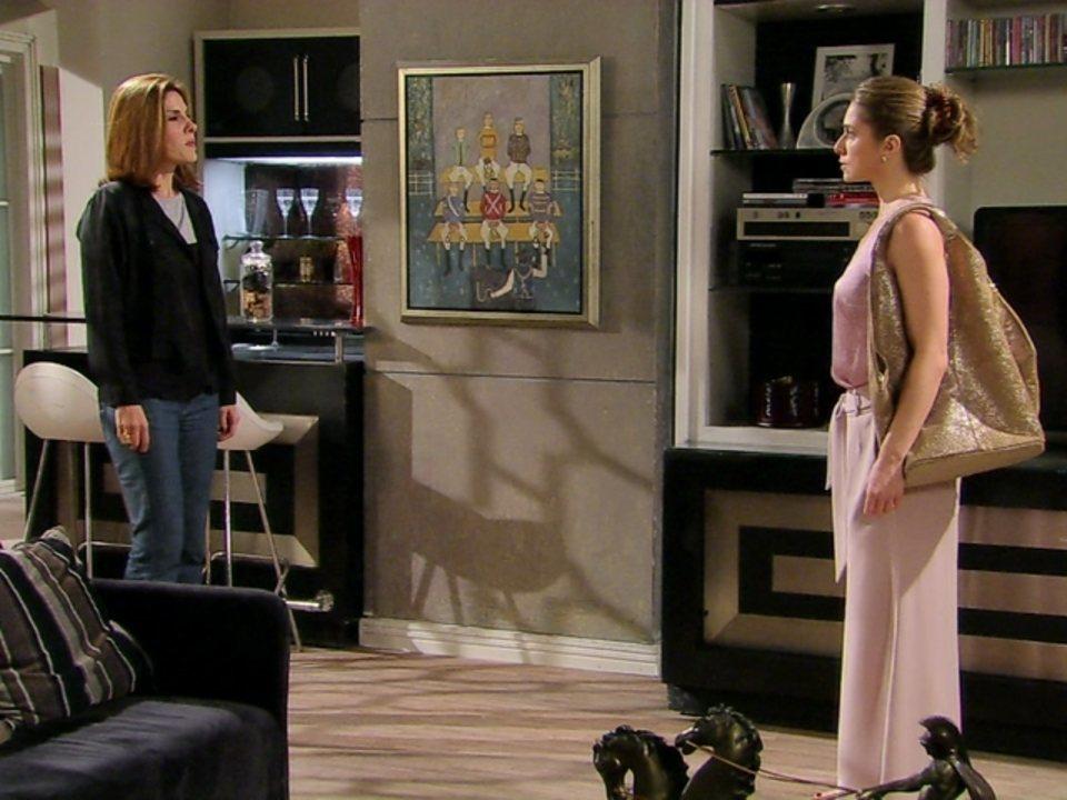 Malhação - Capítulo de segunda-feira, dia 23/07/2012, na íntegra - Laura tenta se desculpar com Carmem