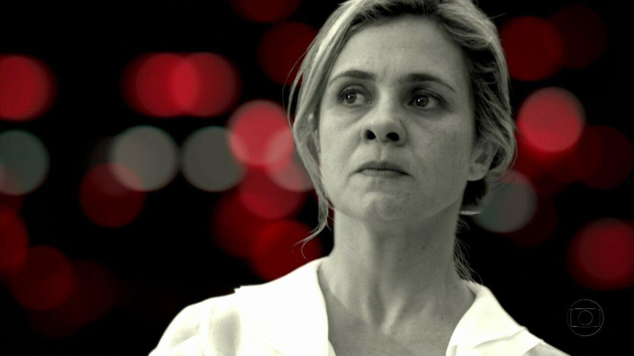 Avenida Brasil - Capítulo de quarta-feira, dia 25/07/2012, na íntegra - Nina dorme na cama de Carminha
