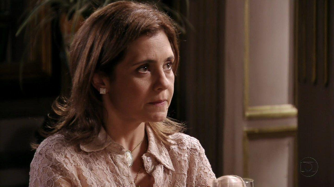 Avenida Brasil - Capítulo de terça-feira, dia 31/07/2012, na íntegra - Todos na mansão estranham o comportamento de Carminha