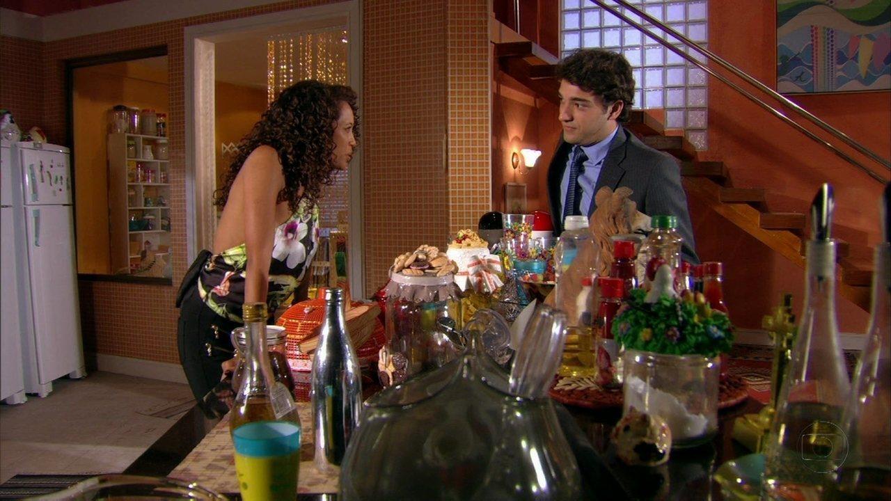 Cheias de Charme - Capítulo de quarta-feira, dia 01/08/2012, na íntegra - Elano fala para Penha que não vai mais esperar por Cida