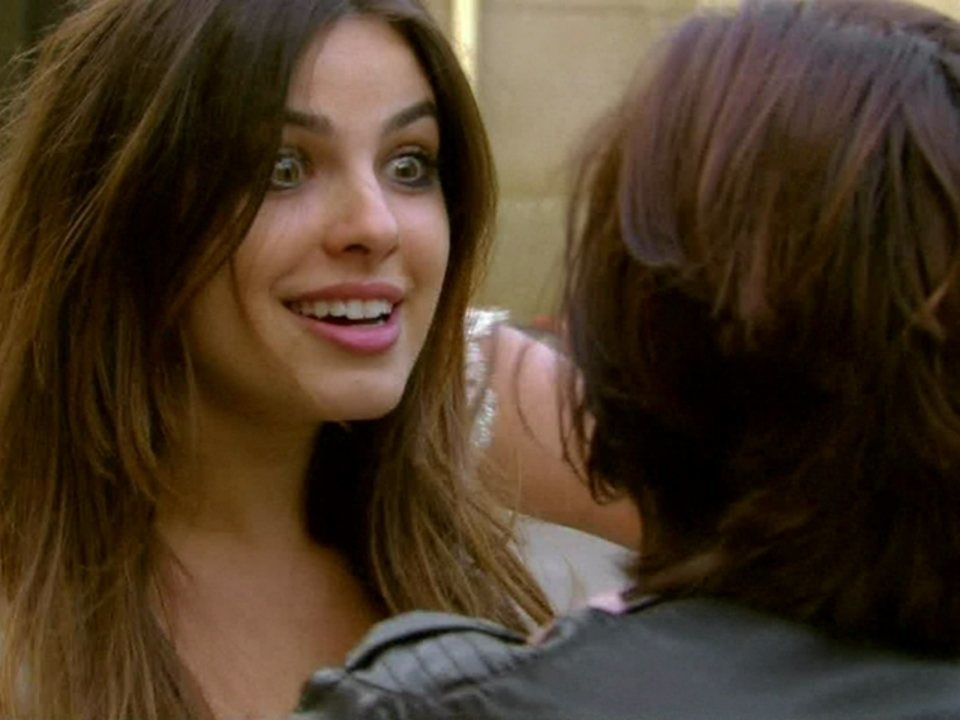 Malhação - Capítulo de quinta-feira, dia 09/08/2012, na íntegra - Cristal se faz de louca para atrair Alexia