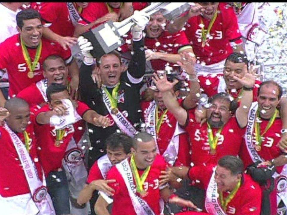 Em 2007, São Paulo e Botafogo empatam em 2 a 2 pela 37ª rodada do Campeonato Brasileiro