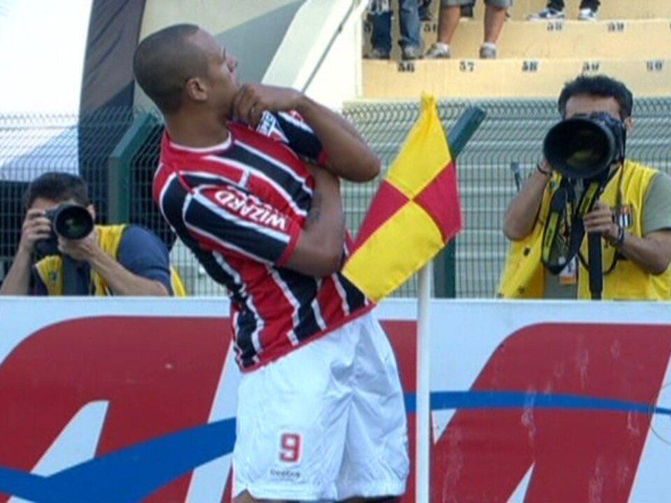 São Paulo vence o Corinthians de virada no Pacaembu