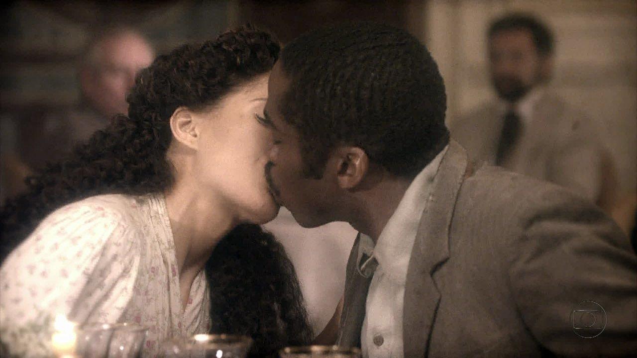 Lado a Lado, capítulo de segunda-feira, dia 10/09/2012, na íntegra - Zé Maria vai com Isabel em uma confeitaria e eles se beijam