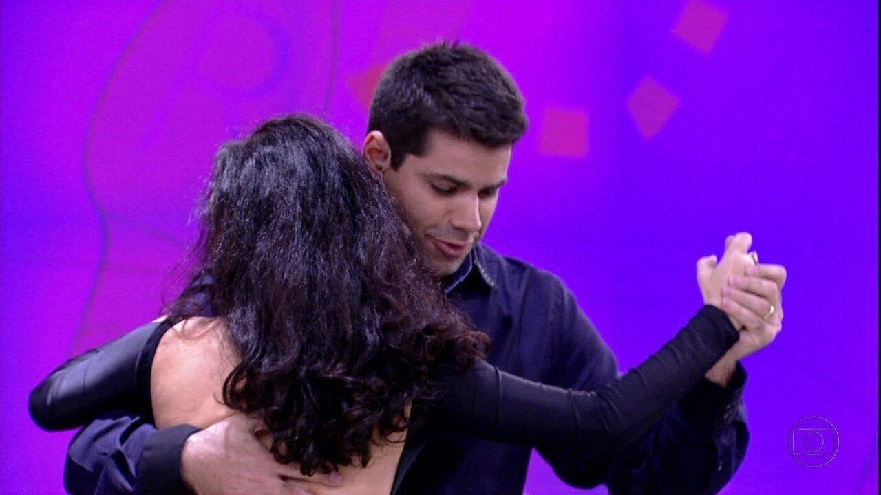 Lair Rennó dança com Claudia Ohana, a campeã do 'Dança dos Famosos' em 2012