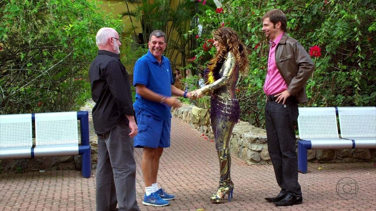 Cheias de charme - Capítulo de quinta-feira, dia 27/09/2012, na íntegra - Chayene encontra com Silvio de Abreu se oferece para estrelar 'Guerra dos Sexos'