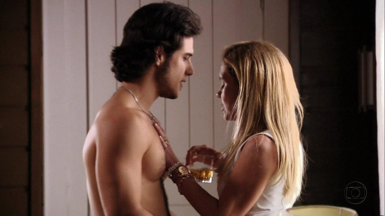 Avenida Brasil - Capítulo de quinta-feira, dia 27/09/2012, na íntegra - A família Tufão fica indignada ao ver o vídeo de Max com Nina