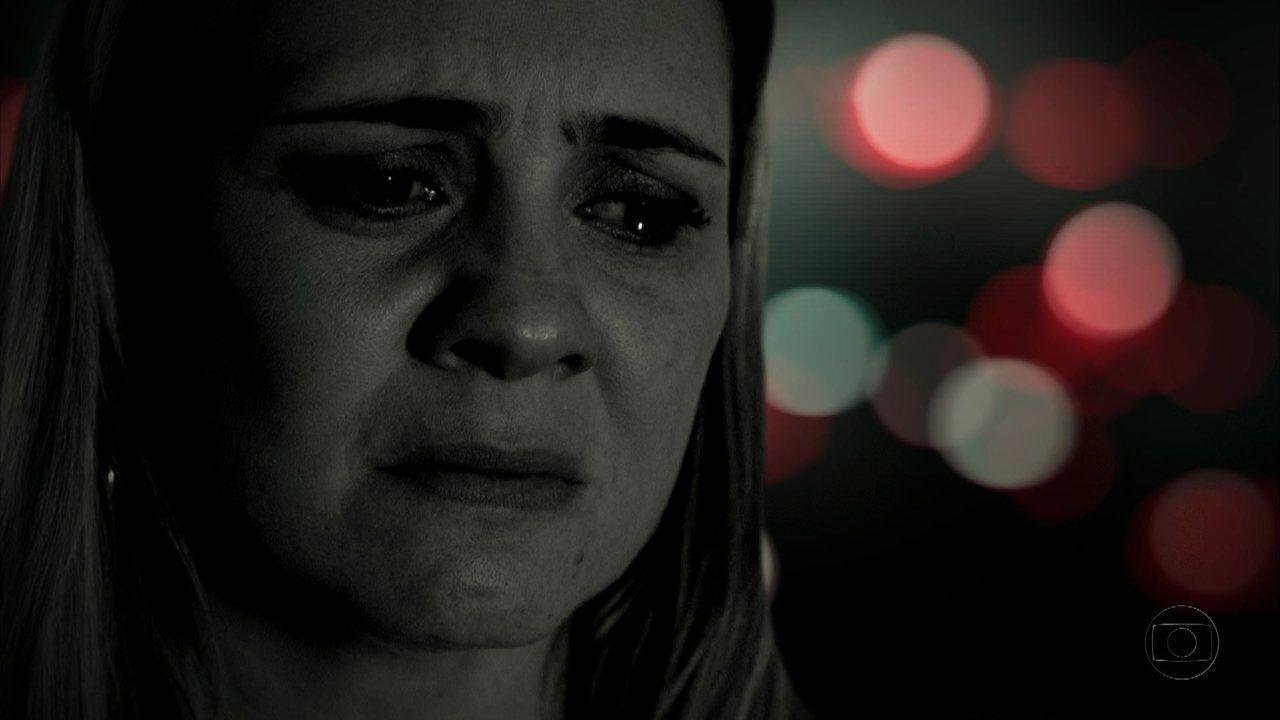 Avenida Brasil - Capítulo de quinta-feira, dia 04/10/2012, na íntegra - Carminha convence Lúcio a afundar o barco de Max com ele dentro