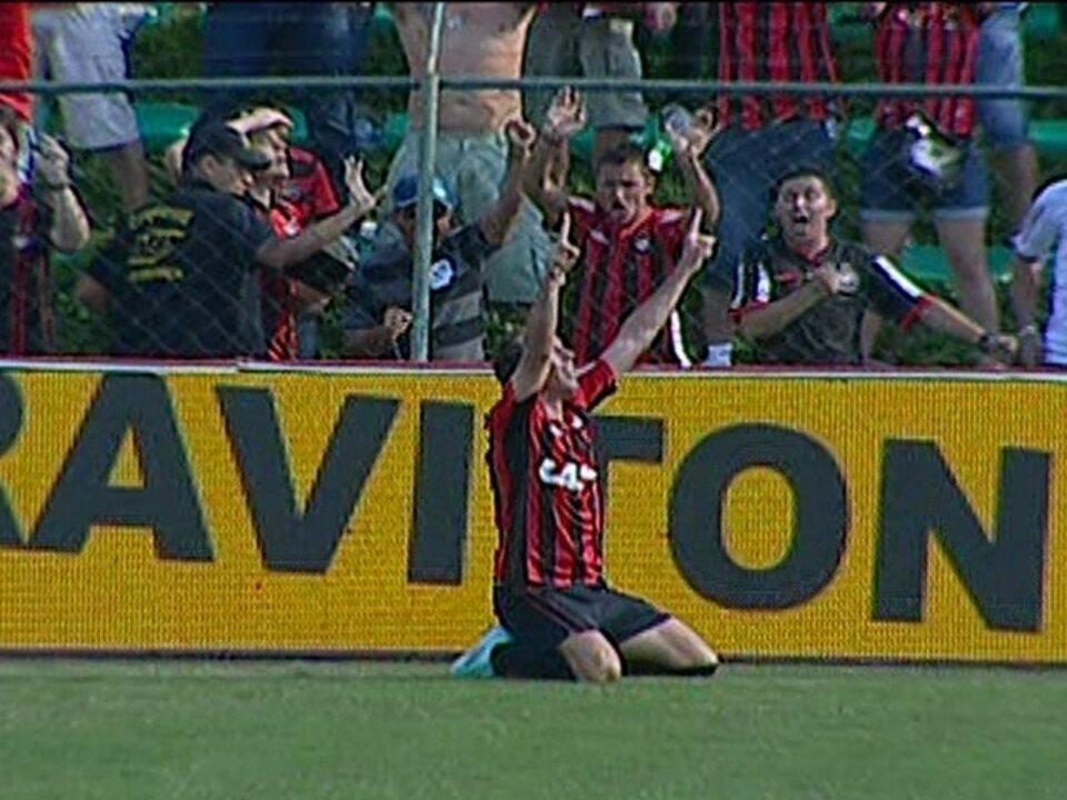 Os gols de Atlético-PR 5 x 4 América-MG pela 28ª rodada da e2a2529fee7ab