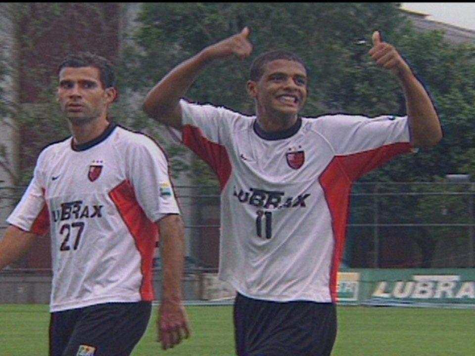 Em 2001, Felipe Melo é considerado o último grande herói do Flamengo