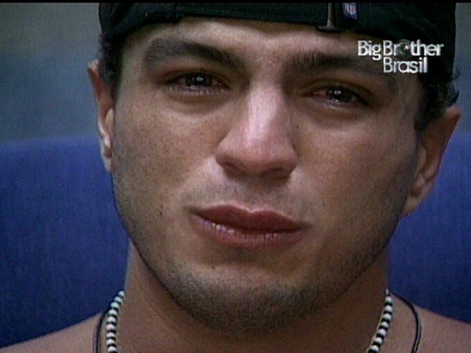 Bambam chora pela boneca Maria Eugênia no 1° Big Brother Brasil