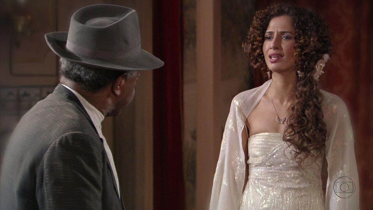 Lado a Lado - Capítulo de Sexta-feira, 21/12/2012, na íntegra - 'Não me chama de pai!', dispara Afonso ao saber que Isabel vai dançar no teatro. O barbeiro deixa a dançarina arrasada ao dizer que não tem mais filha