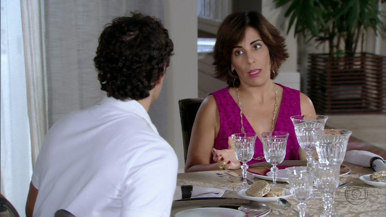Roberta instrui Nando a se portar durante o jantar