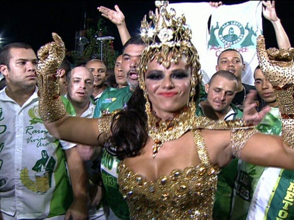 Viviane Araújo fala sobre desfile na Mancha Verde