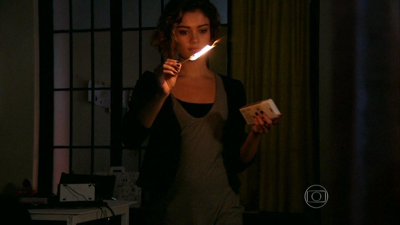 Sangue Bom - capítulo de terça-feira, dia 27/08/2013, na íntegra - Amora decide atear fogo na Toca do Saci para incriminar Fabinho