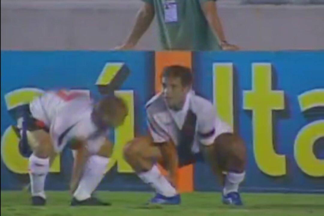 Com a camisa do Vasco, Jean marca sobre o Flamengo e comemora ao estilo 'Tô doido'