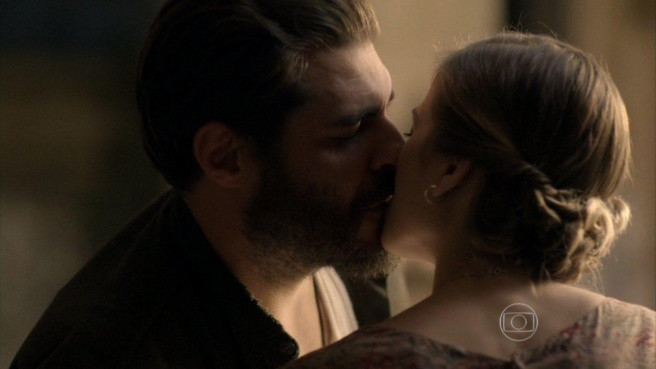Joia Rara - Capítulo de quarta-feira, dia 23/10/2013, na íntegra - Toni e Hilda se beijam