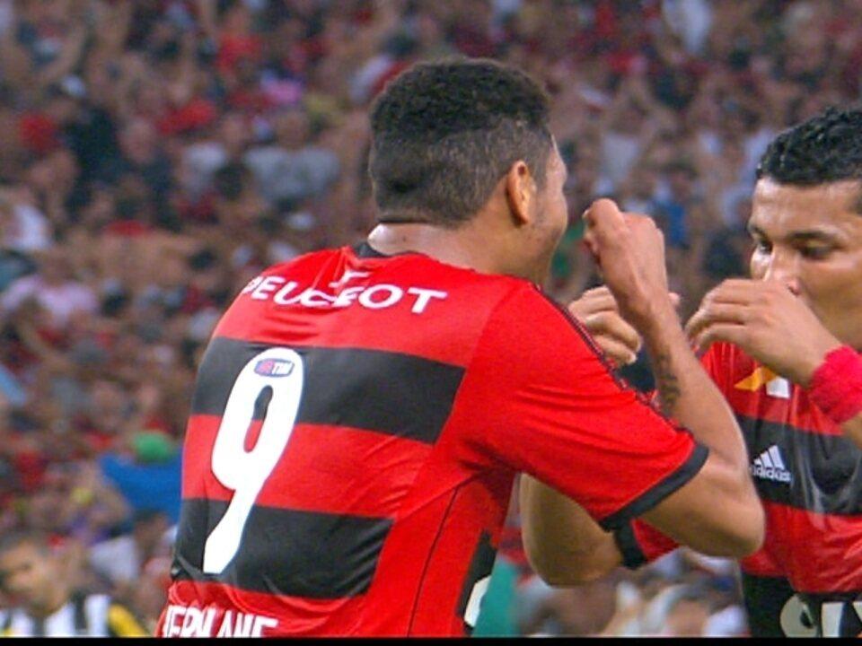 Gol do Flamengo! Paulinho chuta, Jefferson defende e Hernane marca aos 33 do 1º tempo