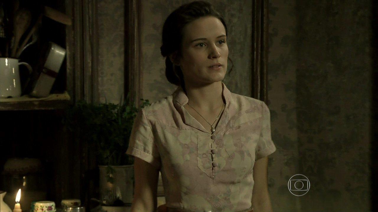 Joia Rara - capítulo de sexta-feira, dia 25/10/2013, na íntegra - Amélia despreza Franz depois de saber que ele voltou para a mansão