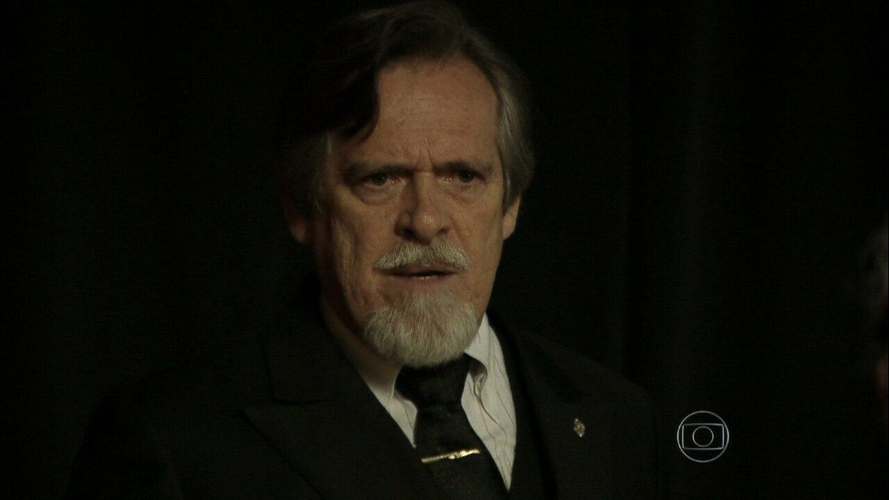 Joia Rara - capítulo de sábado, dia 16/11/2013, na íntegra - Ernest flagra Pérola no Cabaré