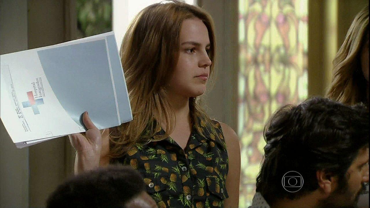 Malhação - Capítulo de quarta-feira, dia 20/11/2013, na íntegra - Sofia revela para a família que Meg não estava grávida