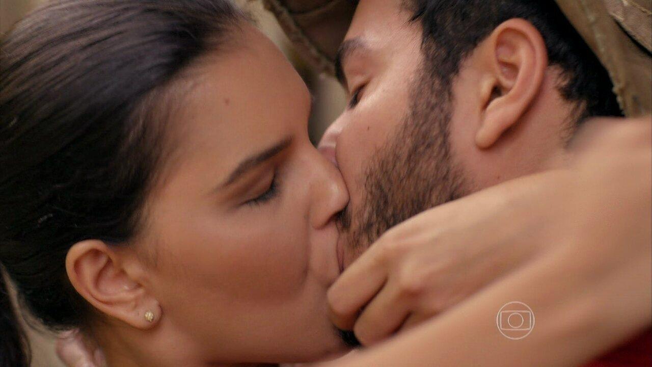 Além do Horizonte - capítulo de segunda-feira, dia 09/12/2013, na íntegra - Matias e Celina se beijam
