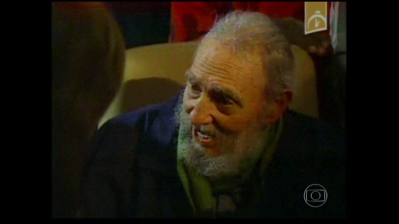 Fidel Castro aparece em público após nove meses
