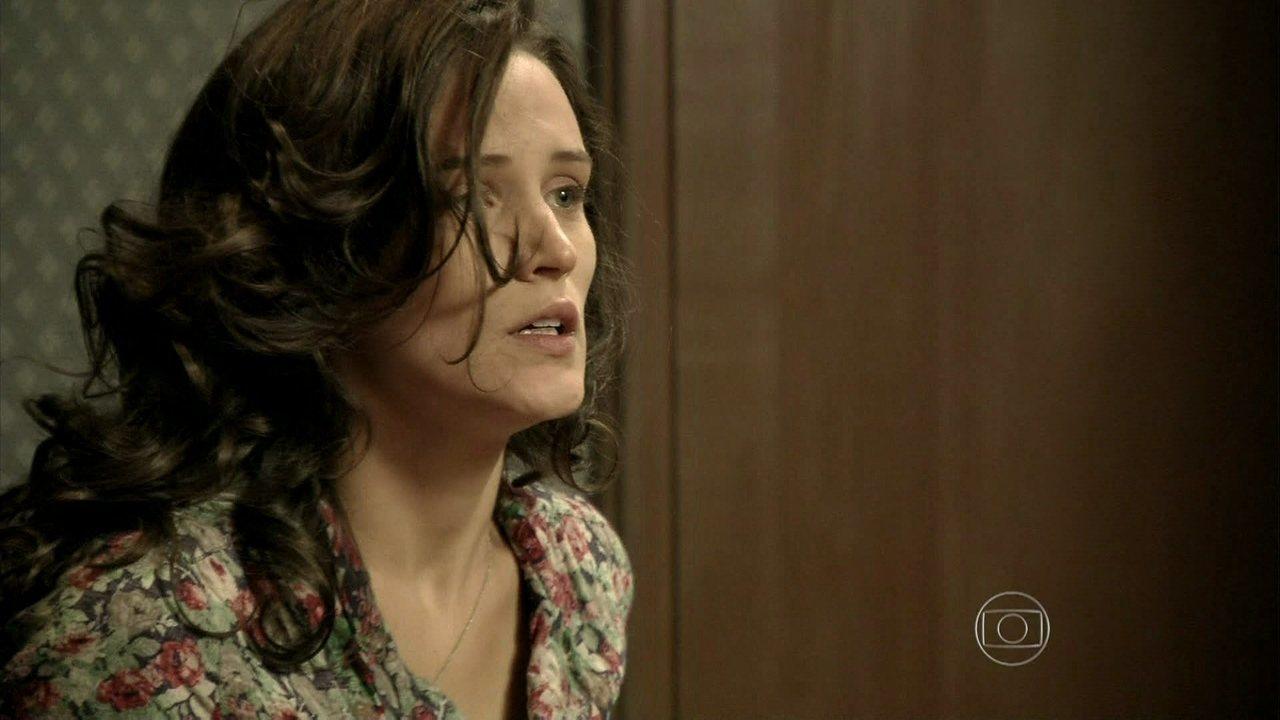 Joia Rara - Capítulo de sábado, dia 11/01/2014, na íntegra - Manfred se tranca no quarto com Amélia