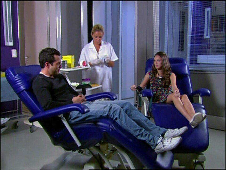 Caras & Bocas - Capítulo de terça-feira, dia 28/01/2014, na íntegra - Gabriel e Dafne discutem por causa de Bianca