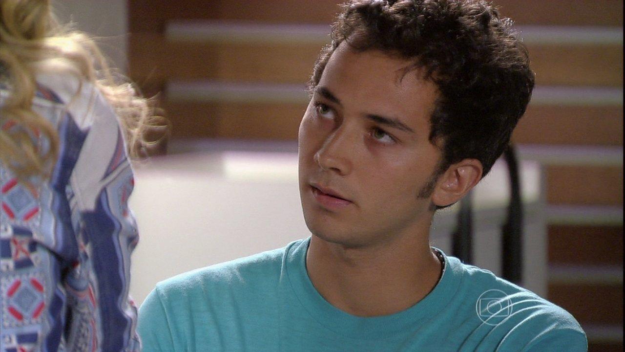 Malhação - Capítulo de quinta-feira, dia 13/02/2014, na íntegra - Ben resiste a Sofia e se atira sobre Amanda