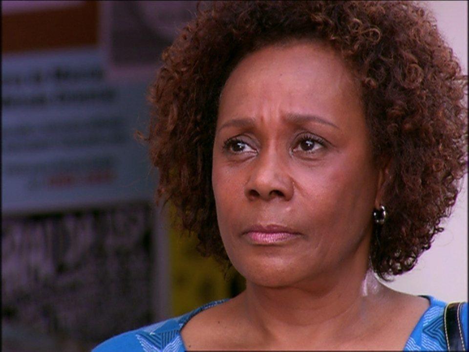 Caras & Bocas - Capítulo de sexta-feira, dia 14/03/2014, na íntegra - Dirce conversa com Jacques e revela que Milena é sua filha. Jacques fica emocionado com a revelação de Dirce e pede para ver Milena