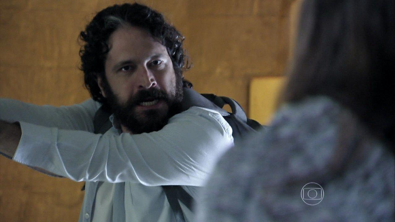 Além do Horizonte - capítulo de sábado, dia 15/03/2014, na íntegra - André salva Celina e destrói a máquina da felicidade