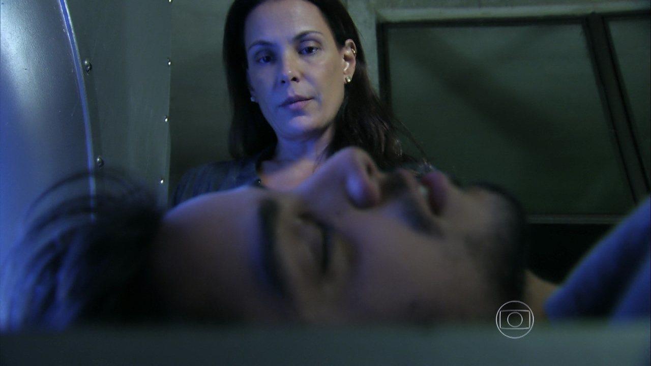 Além do Horizonte - capítulo de quinta-feira, dia 20/03/2014, na íntegra - Marlon enfrenta LC e o Grande Mentor coloca o biólogo na máquina